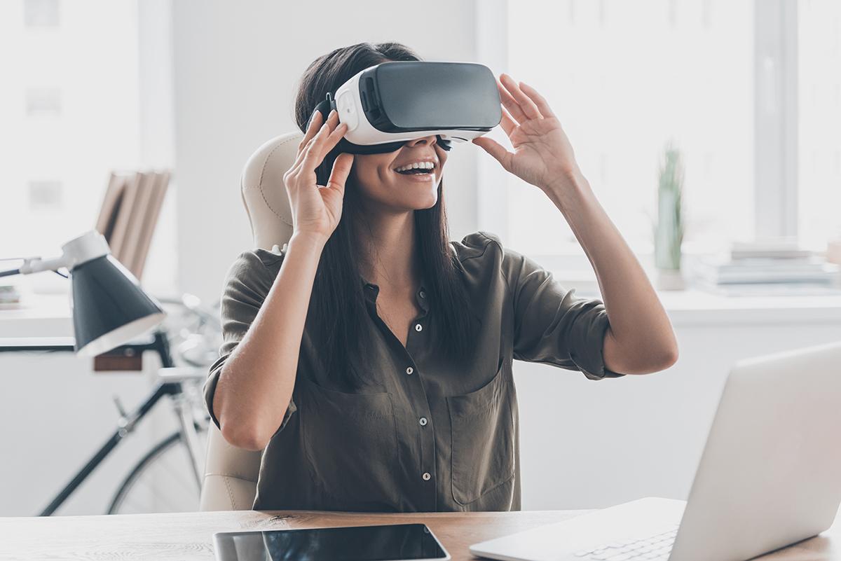 il-futuro-degli-ecommerce-donna-con-visore